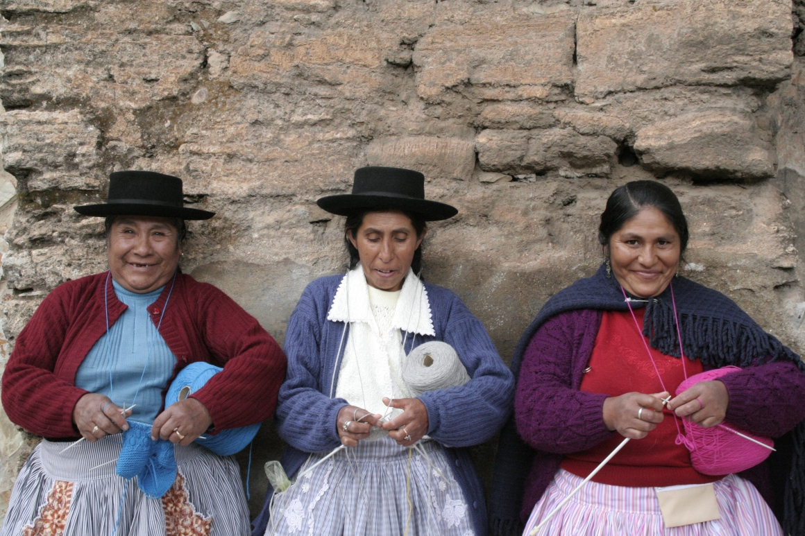 bieq in Huancavelica / Andes to meet the knitting ladies !